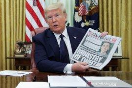 """Twitter beri peringatan di cuitan Trump karena """"mengagungkan kekerasan"""""""