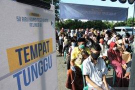 Pelindo III juga tes cepat massal gratis bagi warga pesisir Situbondo