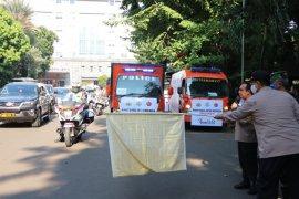 TNI-Polri bagikan 15.000 paket sembako ke masyarakat terdampak COVID-19