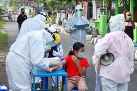 Kontak pasien corona, puluhan warga Kelurahan Tempurejo Kediri jalani tes cepat