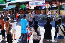Kapolresta Banjarmasin edukasi pedagang pasar dengan senam bersama