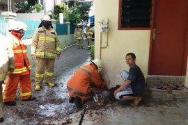 Instalasi pipa gas di Duren Sawit Jakarta terbakar