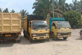 Petani di  Pasaman Barat  protes dan blokade jalan masuk ke perusahaan sawit PT Agrowiratama (Video)