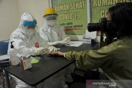 Jurnalis Palembang ikuti Rapid Test di Rumah Sehat COVID-19 Page 1 Small