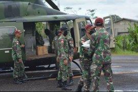 Kodam Tanjungpura distribusikan 2,5 ton beras gunakan helikopter