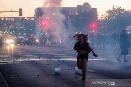 Unjuk rasa meluas di 30 kota di AS, 2 warga sipil tewas