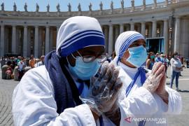 Hadapi kritik, Paus Fransiskus memakai  masker dalam acara publik