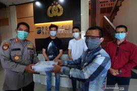Dua rumah sakit rujukan COVID-19 di Banjarmasin terima bantuan 100 jamu AVC