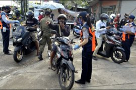 Pemeriksaan pengendara masuk Denpasar