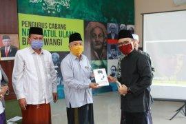 Bupati Banyuwangi bagikan paket buku tentang Bung Karno