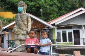 Patung Syamsul Bahri Dipasang Masker Page 1 Small