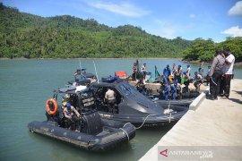 Bagi sembako peringati Hari Pancasila di Pulau Aceh
