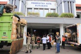 Pemkot Surabaya dapat bantuan ribuan hazmat dan masker dari Kemenkes