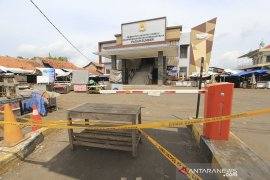 Penutupan pasar Sumber Cirebon