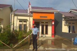 Hari lahir Pancasila ASN Rutan Pontianak kibarkan bendera di rumah