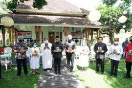 Hari Lahir Pancasila, Bupati Anas bagikan buku Bung Karno kepada pemuka agama