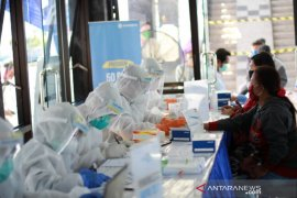 Pelindo III sebar 3.000 alat tes cepat corona bagi warga pesisir Banyuwangi