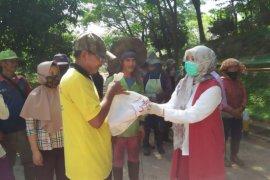 PIA DPRD Provinsi Jambi Bagikan Sembako