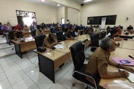 Penyaluran BLT tidak tepat sasaran, puluhan warga mengadu ke DPRD HST