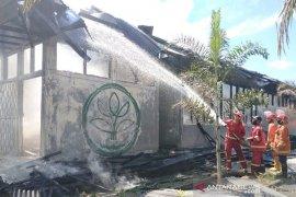 Laboratorium UPTD perkebunan Bengkulu hangus terbakar
