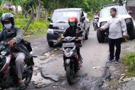 Gorong-gorong rusak penyebab banjir di Kota Surabaya
