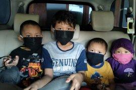 Satu keluarga positif COVID-19 di Kota Surabaya tolak bantuan