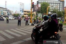 Cegah COVID-19, polisi dikerahkam tertibkan pemakaian masker di jalan raya