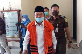 Bupati Sidoarjo nonaktif Saiful Ilah jalani sidang perdana kasus suap