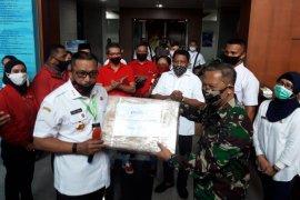 PDI Perjuangan Maluku serahkan tiga ventilator untuk dua RS di Ambon