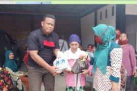 Kades Bukit Selamat Besitang Langkat donasikan honornya untuk warga yang tidak masuk penerima bantuan