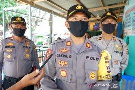 Polisi tempatkan personel kawal normal baru di pasar Tapa