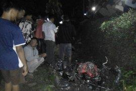 Pengendara motor tewas tabrakan kontra mobil tangki di jalinsum Medan - Pematangsiantar