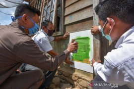 Pemkot Padangsidimpuan lakukan pemasangan label rumah KPM