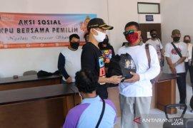 KPU Denpasar bagikan paket bahan pokok kepada penyandang disabilitas