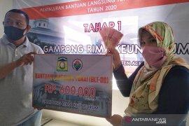 Puluhan keluarga di Aceh Besar terima bantuan COVID-19 Rp2,7 juta