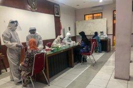 Pedagang pasar tradisional di Yogyakarta antusias ikuti rapid test acak