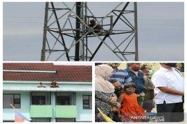 Beginilah antusias warga menyaksikan rekonstruksi pembunuhan istri oknum TNI