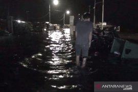 Waspadai gelombang tinggi dan banjir rob di perairan utara Pulau Jawa
