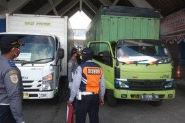 Dua mobil logistik diminta putar balik di Terminal Mengwi