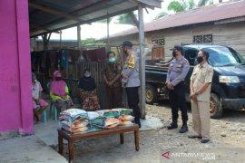 Polres Mukomuko distribusikan beras kepada warga terdampak COVID-19