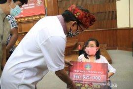 Gubernur Bali berikan bansos tunai untuk siswa SD-SMP-SMA/SMK/SLB swasta