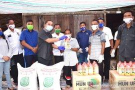 Bupati salurkan 57 ton pupuk dan benih padi untuk 55 poktan di Tapteng