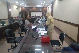 Tes cepat puluhan anggota DPRD Jember hasilnya nonreaktif COVID-19
