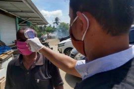 Masuk zona hijau, Aceh Besar periksa suhu tubuh di pasar lambaro