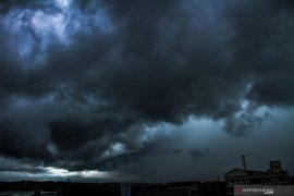 BMKG keluarkan peringatan dini potensi hujan lebat dan angin kencang di tujuh daerah Sultra