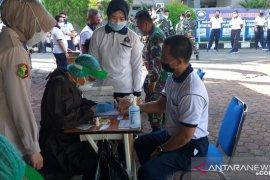 Pajurit Lanal Banjarmasin jalanirapid test dengan hasil nonreaktif