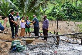 Sekda Gorut serahkan bantuan korban kebakaran rumah di wilayah terpencil
