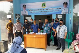 Pemprov Banten salurkan bansos bagi warga terdampak COVID-19 di Lebak
