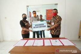 Bank Kalbar bantu 1 ton beras untuk korban banjir di Kabupaten Landak