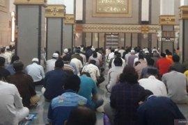 Masjid Cianjur terapkan protokol kesehatan saat shalat berjamaah